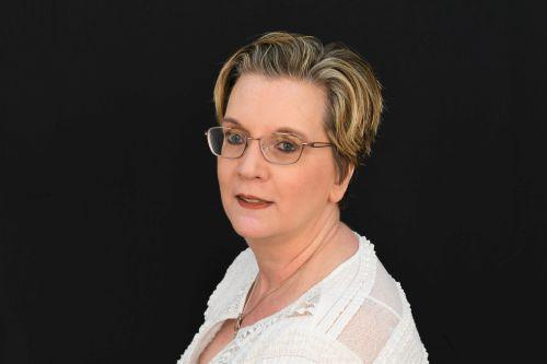 Linda Poneros